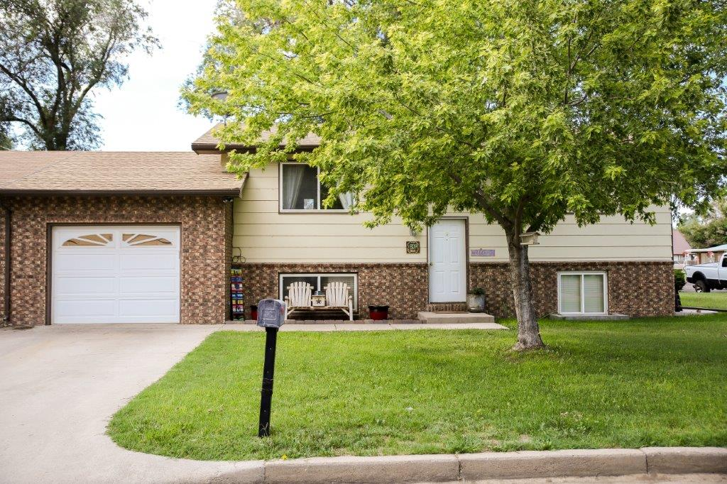 Bi-Level Listing 809 W Chestnut, Lamar!